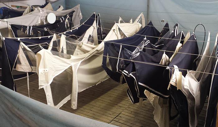 Tvätta båtkapell mögel